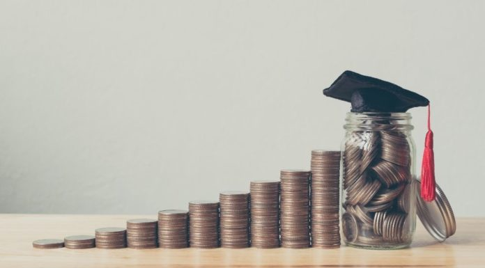 Should You Start Paying Off Student Loans While in School?